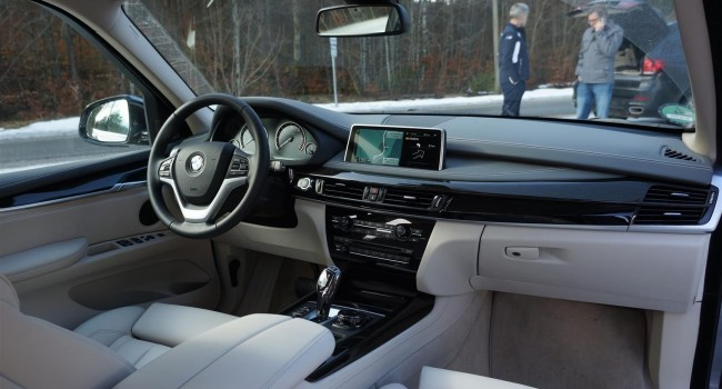 nouveau bmw x5 j 39 ai conduit une voiture intelligente. Black Bedroom Furniture Sets. Home Design Ideas